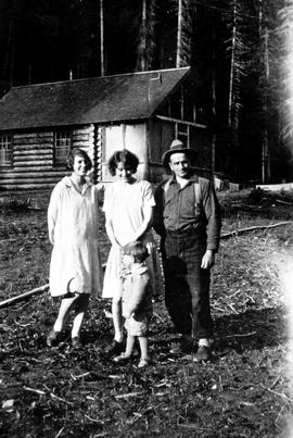 Ray Sansom, wife Anne Sansom, son Ray Sansom Jr. and sister-in-law