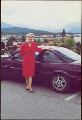 Iona Campagnolo stands in front of a purple Sunbird