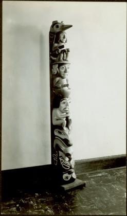 Model wooden totem pole – profile