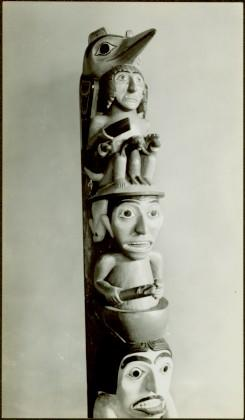 Model wooden totem pole – close-up
