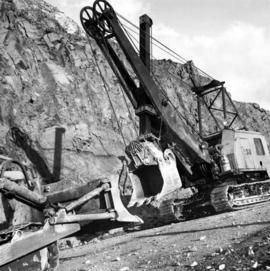 1961 - Shovel on Peak