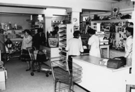 1965 - Tommy Lobbes & others in Company Store