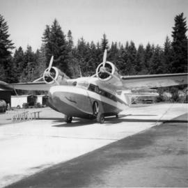 Float-amphibian plane on Sproat Lake