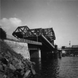 Road bridge at the junction of the Victoria Inner and Upper Harbours