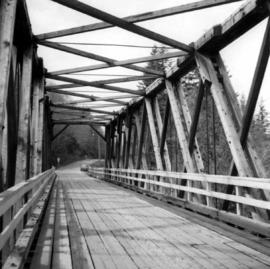 Truss bridge over Lois River
