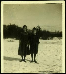 Young Margaret and Bea, Sisters to Bob Baxter