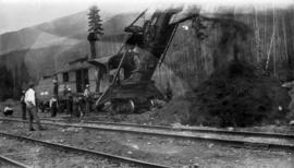 Railway steam shovel