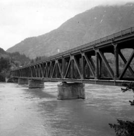 Double-use bridge across the Fraser River at Hope, BC