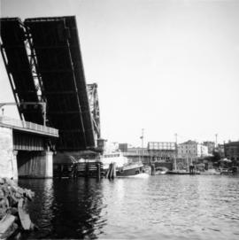 Road bridge, Inner Harbour Victoria