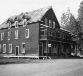 Windsor Hotel, Trout Lake