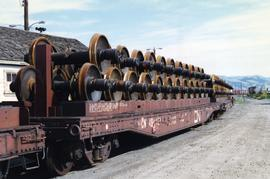 Flat car wheel set carrier