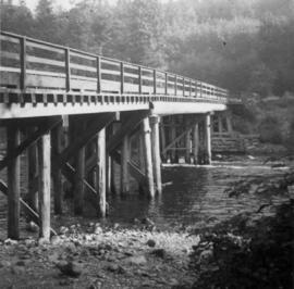 Bridge crossing the Campbell River