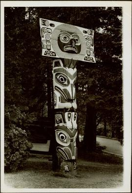 Small totem pole next to roadway