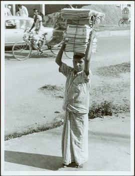 Bangladesh : Boy with books on his head