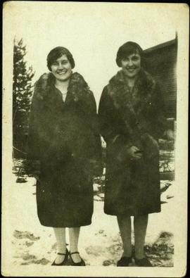 Bea and Margaret, Sisters of Bob Baxter